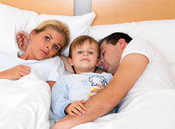parents with son in bed - 30.07.2010