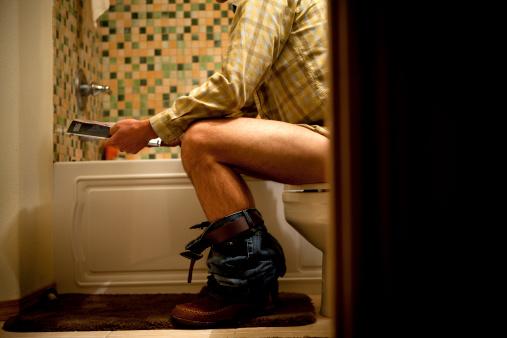 L 39 effetto sul mondo di un genitore seduto sulla tazza mo te lo spiego a pap - Tazza del bagno ...