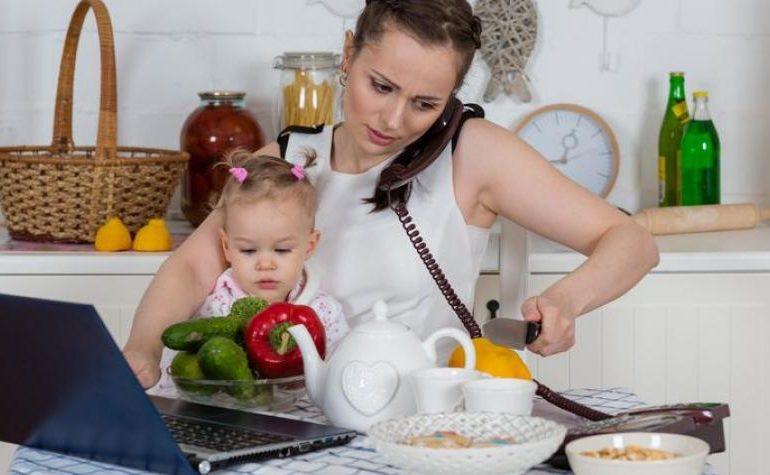Maternità in Italia: dieci milioni di madri in una Italia a due velocità