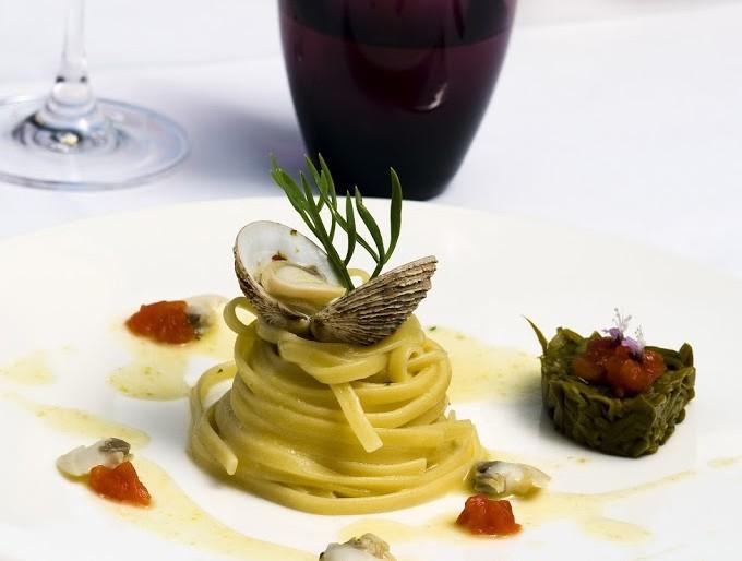 Mo te lo cucino a papà: Spaghettoni senza glutine con tartufi di mare e peperoncini verdi