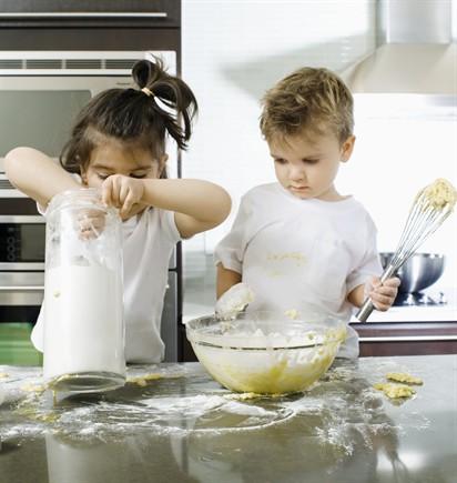 Bimbi in cucina